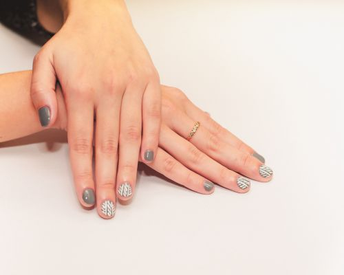 How To Give Home Manicure